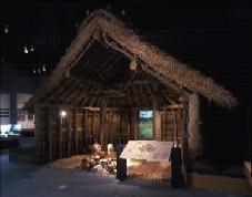 常設展示:竪穴式住居:弥生人のくらしぶりが伝わる実物大模型です。